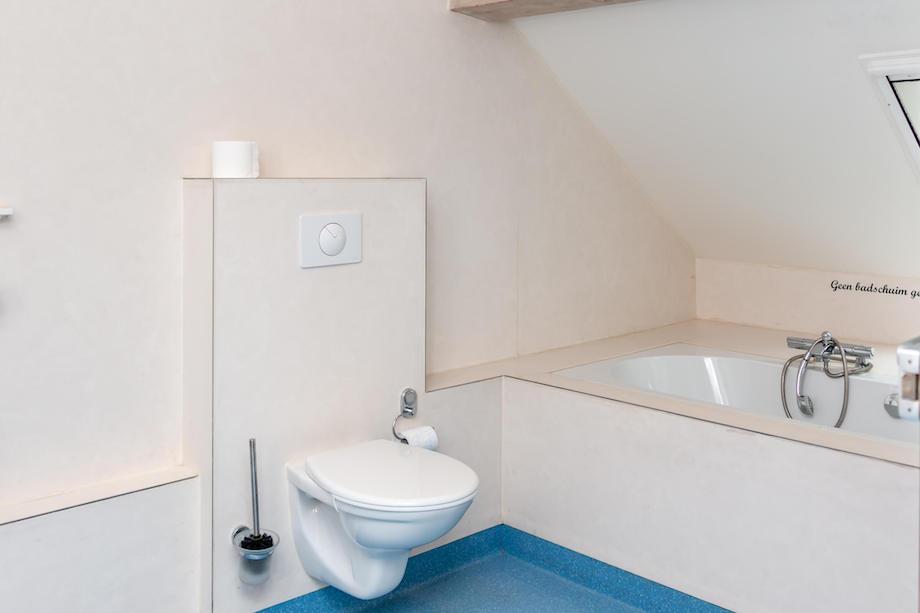 20180516 badkamer met bubbelbad de schoppe - De Grenswachter